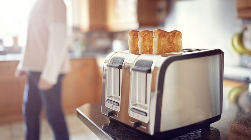HOW TO CLEAN A TOASTER IN 5 STEPS