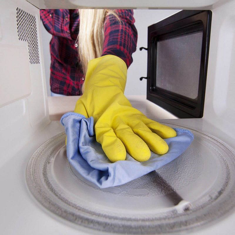 How to properly clean the microwave