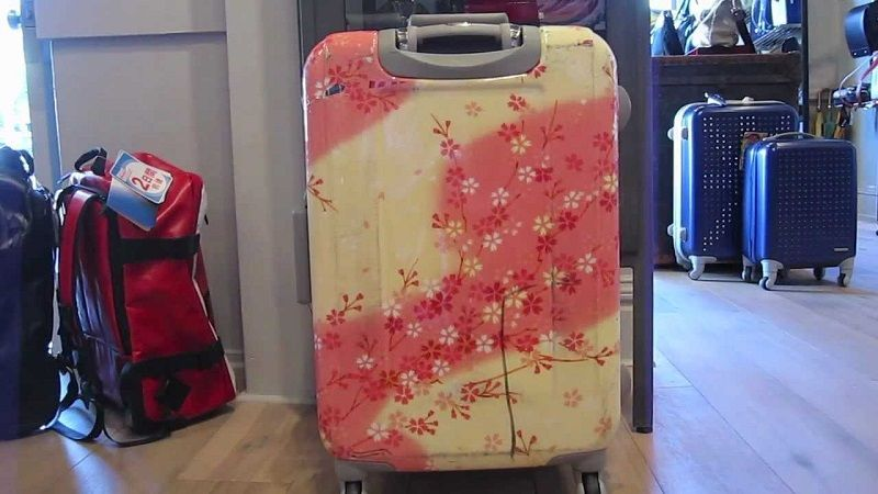 Effective tricks for removing odor from luggage