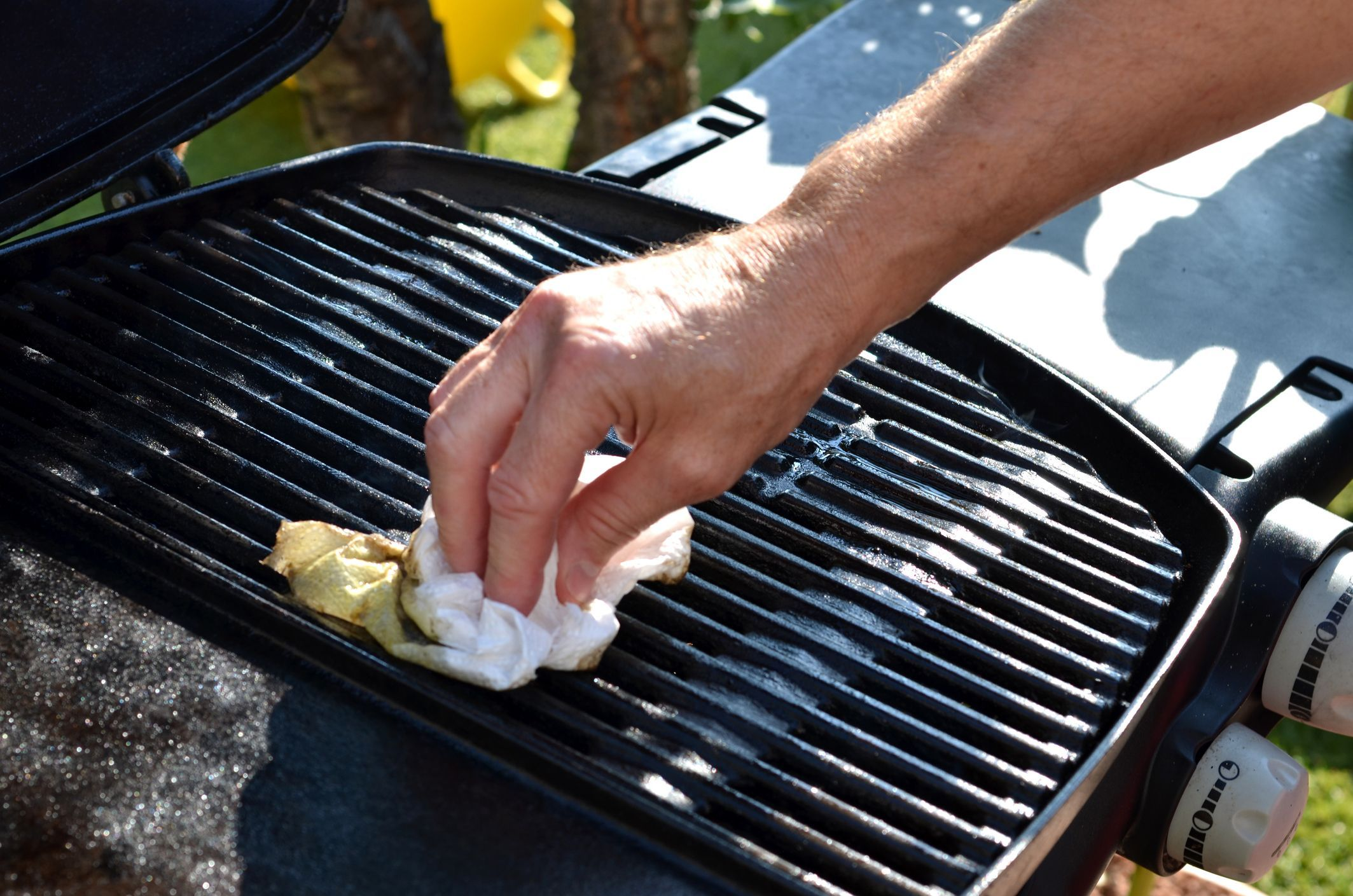cleaning cast iron barbeque grill