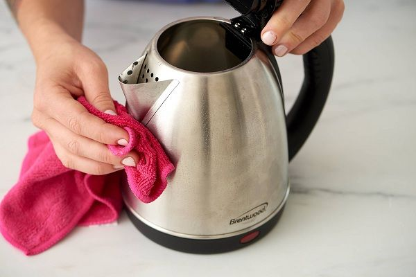 How to descale electric kettle